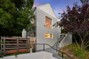 5944 Laird Ave Oakland, CA 94605 Represented Seller: $700,000